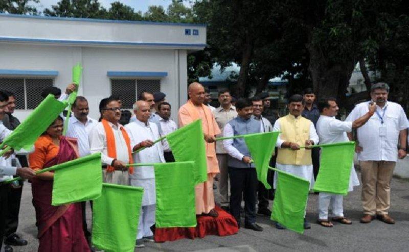 अब 3 विमान भरेगी गोरखपुर से दिल्ली के बीच उड़ान, सीएम योगी ने दिखाई हरी झंडी