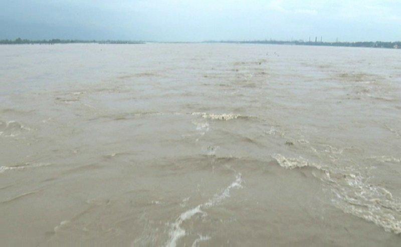 बाढ़ से बेहाल हुए कानपुर के कई गांव, स्कूलों की हुई छुट्टी