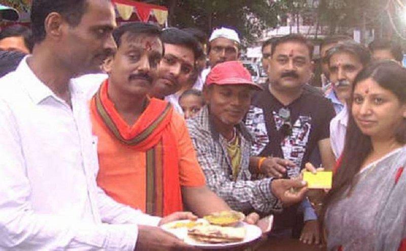 इलाहाबाद मे सिर्फ 10 रुपये में खाइये 'योगी थाली' मुफ्त में खा सकेंगे ये लोग