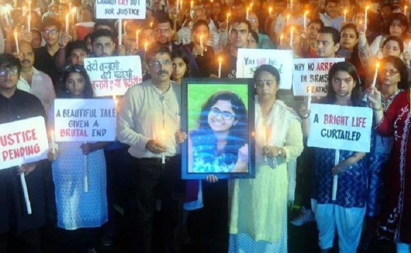 अनन्या के इंसाफ के लिए हजारों लोगों ने जंतर मंतर पर निकाला कैंडल मार्च