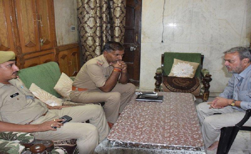 बरेली में तीन तलाक की पीड़िता निदा खान के पिता को मस्जिद में नमाज पढ़ने से रोका गया
