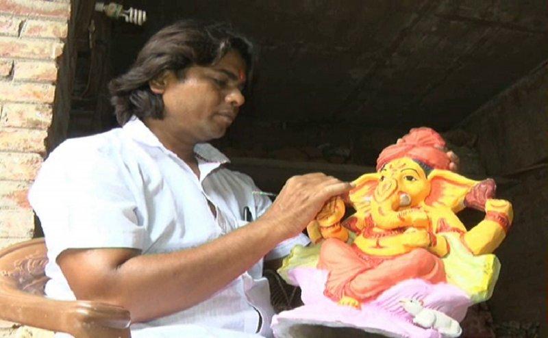 कानपुर के इस ज्योतिषाचार्य ने बनाया गोबर युक्त गणेश प्रतिमा