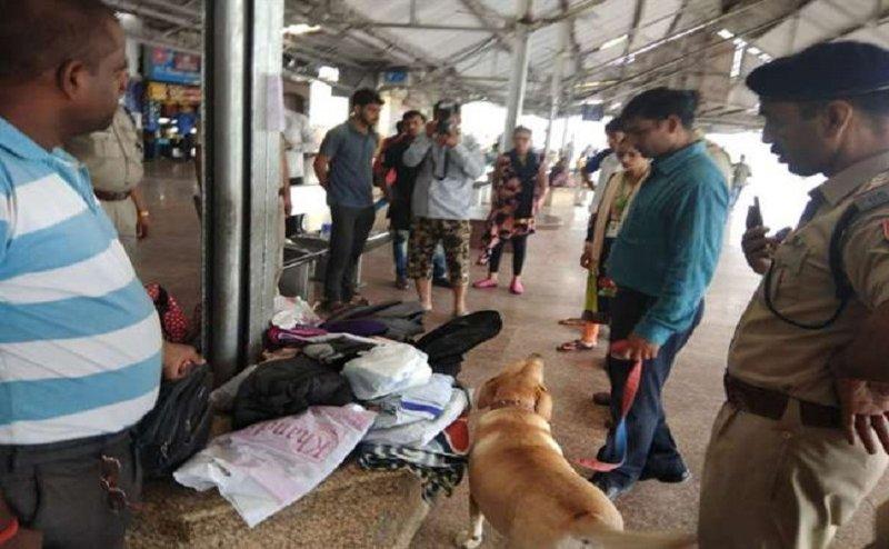 गोरखपुररेलवे स्टेशनपर बम की सूचना से हड़कंप, सूचना देने वाले व्यक्ति की तलाश