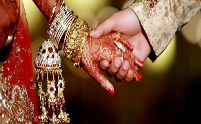 धोखा देने की तैयारी कर रहा था प्रेमी, पुलिस ने कराई प्रेमिका से शादी, खुद किए सभी इंतजाम