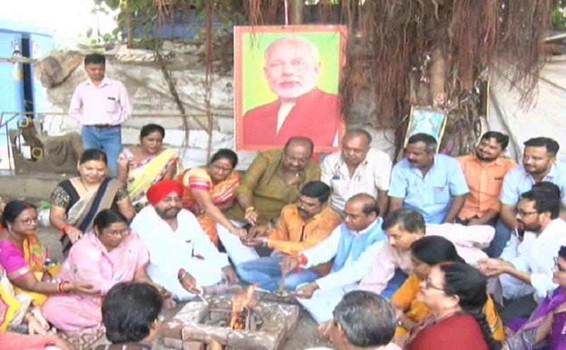 कानपुर के शिक्षक पार्क में बीजेपी कार्यकर्ताओं ने हवन-पूजन कर मनाया पीएम मोदी जन्मदिन