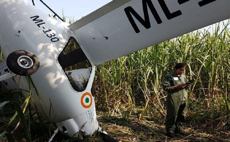 IAF का विमान क्रैश होकर गन्ने के खेत में गिरा, दोनों पायलट सुरक्षित