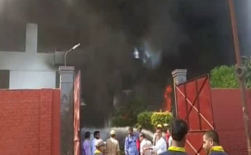 कानपुर में केमिकल फैक्ट्री में लगी भीषण आग, लोगों को सांस लेने में हो रही दिक्कत
