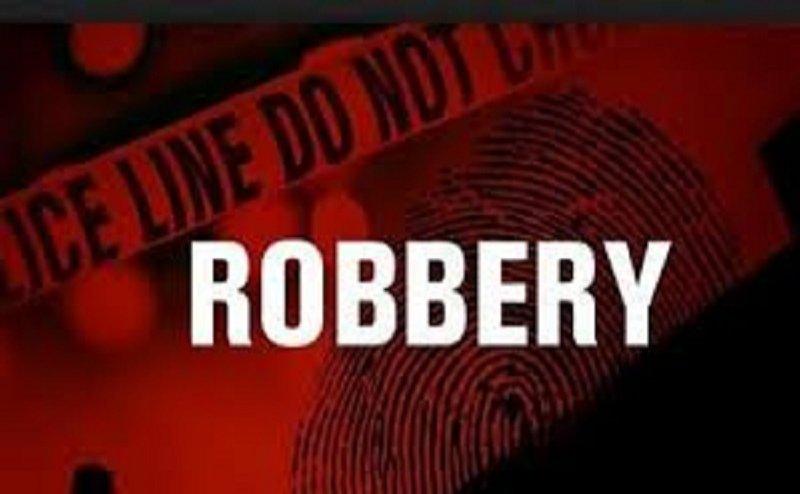 मेरठ में पुलिस देखती रही, फिल्मी स्टाइल में लोगों ने 3 डकैतों को पकड़ा
