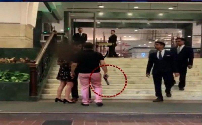हयात होटल मामला: बंदूक लहराने वाले आशीष पांडे पर मुदकमा दर्ज, चाचा ने किया बचाव