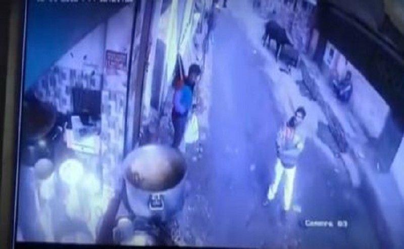 कानपुर में बदमाशों के हौसले बुलंद, खुलेआम लहराया पिस्टल