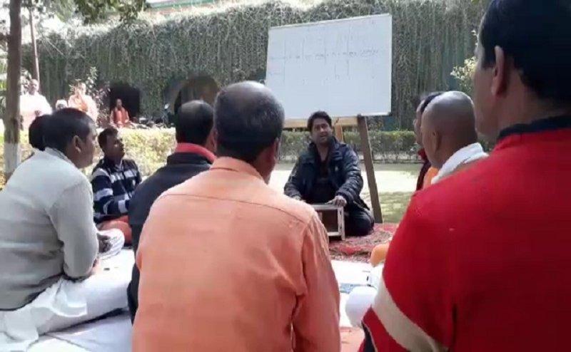 वाराणसी सेंट्रल जेल में कैदियों को दी जा रही संगीत की शिक्षा
