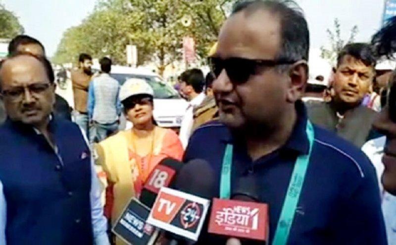 पाकिस्तानी सांसद डॉ रमेश कुमार वाकवानी पहुंचे कुंभ, कहा वर्ल्ड टाइगर बन सकता है भारत