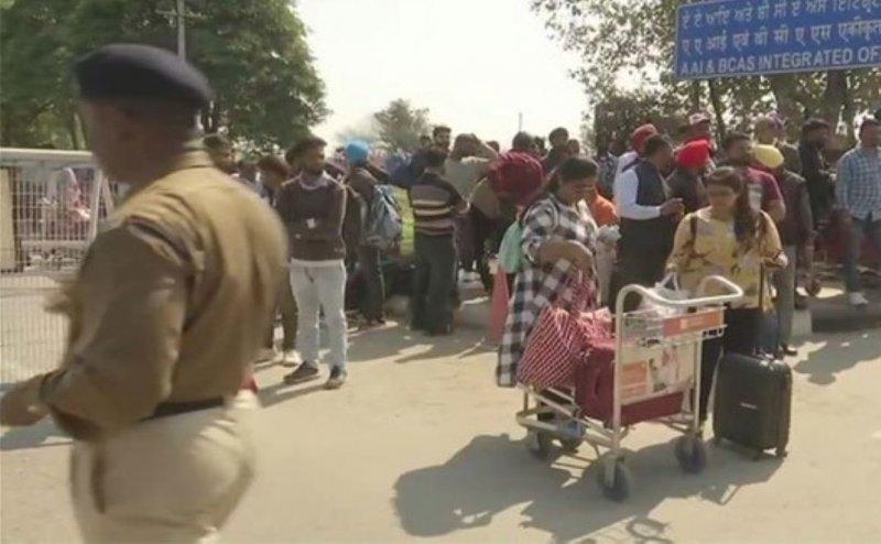 भारतीय वायुसेना के हवाई हमले के बाद श्रीनगर, जम्मू, लेह समेत बंद 9 एयरपोर्ट खोले गए