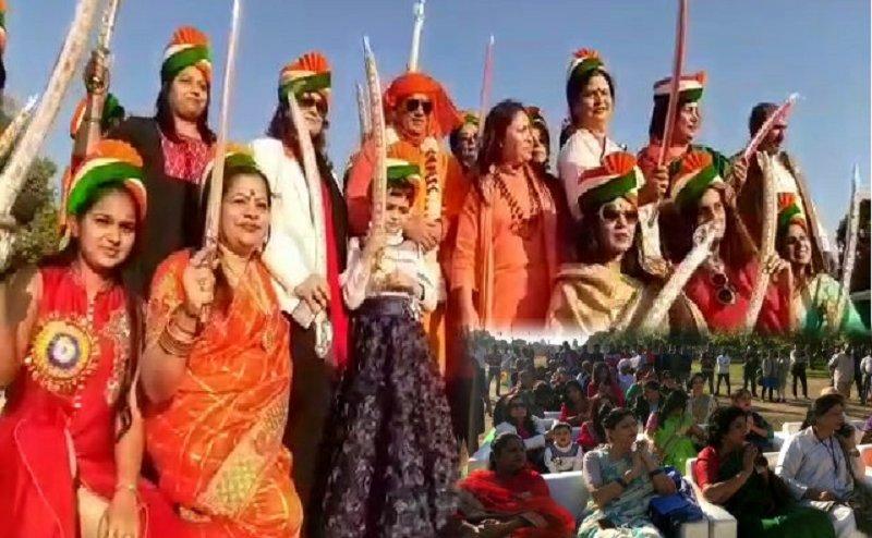 महिला दिवस स्पेशल: इंडिया गेट पर 40 महिलाओं को तलवार देकर किया गया सम्मानित