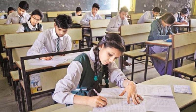 10वीं -12वीं बोर्ड परीक्षाओं की तैयारी में जुटे छात्र छात्राओं को असाइनमेंट व लिखित दोनों परीक्षा पास करना अनिवार्य