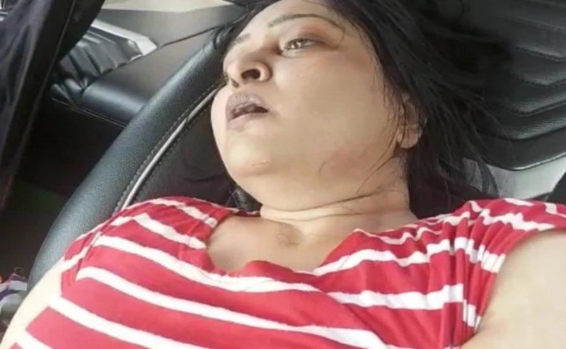 नोएडा: तीन घंटे तक अस्पताल के बाहर सांस के लिए तड़पती रही महिला, कार में तोड़ा दम
