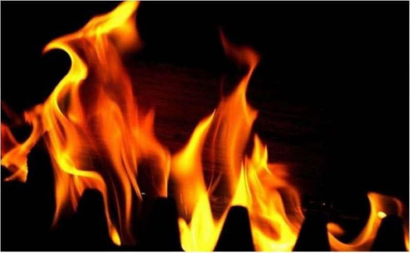 मीनापुर में तीन घर जलकर राख, घटना के दौरान मची अफरा-तफरी, 10 लाख की क्षति का अनुमान