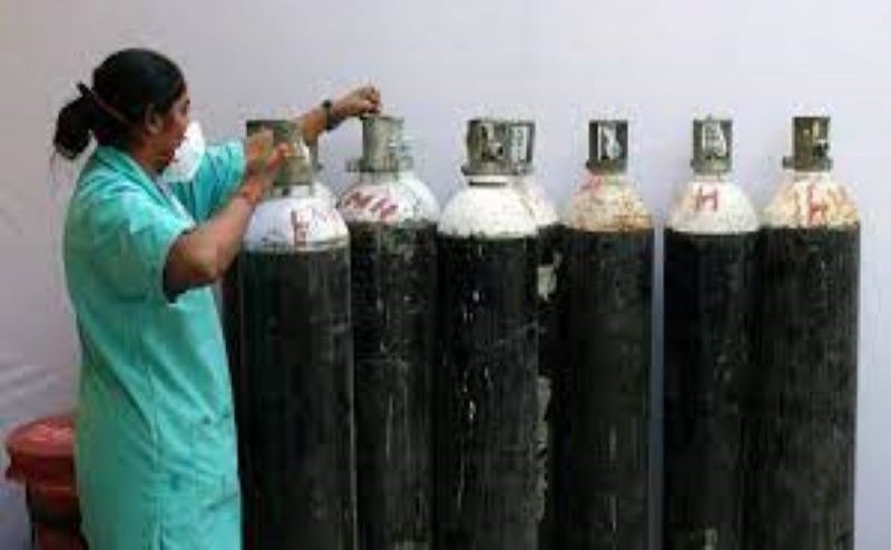 ऑक्सीजन सिलेंडर की कालाबाजारी पर सख्ती, सिलेंडर रिफिलिंग का रेट तय, शिकायत के लिए नंबर जारी