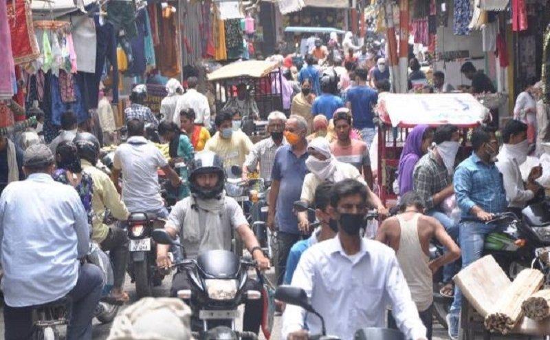 बाजार खुलते ही उमड़ी भीड़, कोरोना नियमों की उड़ी धज्जियां