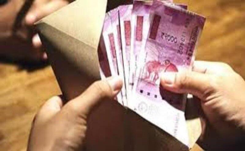 सीएम योगी की ओर से मेरठ के 94 हजार से अधिक श्रमिकों को मिली एक हजार रुपए की राशि