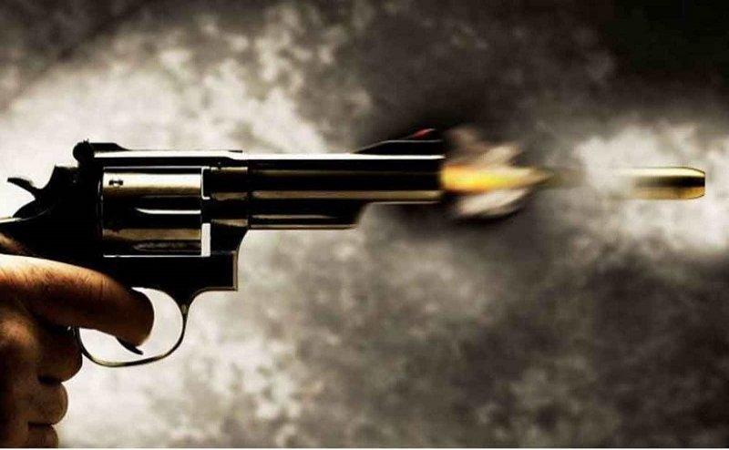 पुलिस ने जब बदमाश को घेरा तो बदमाश ने खुद को मारी गोली