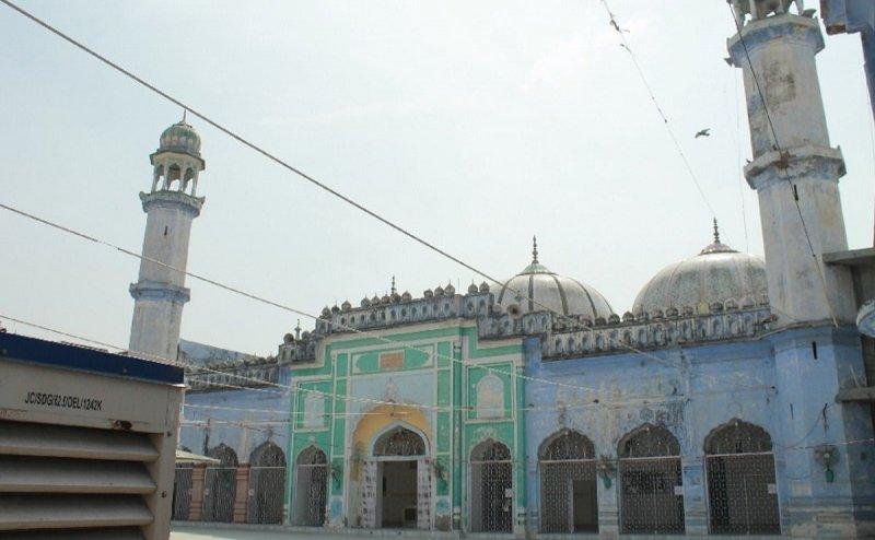 नमाज के बाद अजानक गिरी मस्जिद की दीवार, दो लोगों की मौत, कई घायल