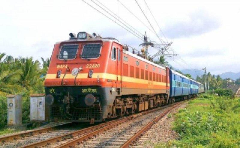 यात्रियों ने ट्रेनों से गायब किए 1.95 लाख तौलिये, 81,736 चादरों सहित लाखों के सामान