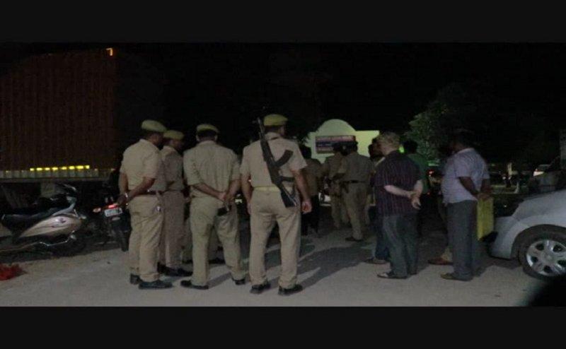 कानपुर में फिल्मी स्टाइल में व्यापारी से चार लाख रुपये की लूट