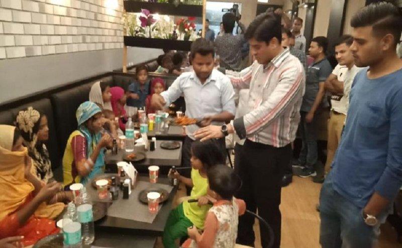 सपा विधायक इरफान सोलंकी ने आलीशान रेस्तरां में खिलाया गरीब बच्चों को खाना