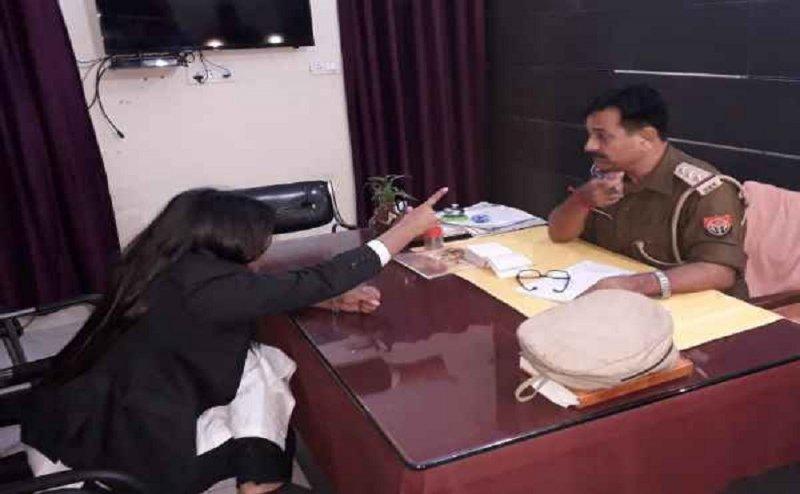 मेरठ में नशे में धुत महिला वकील ने पुलिस स्टेशन में किया जमकर हंगामा