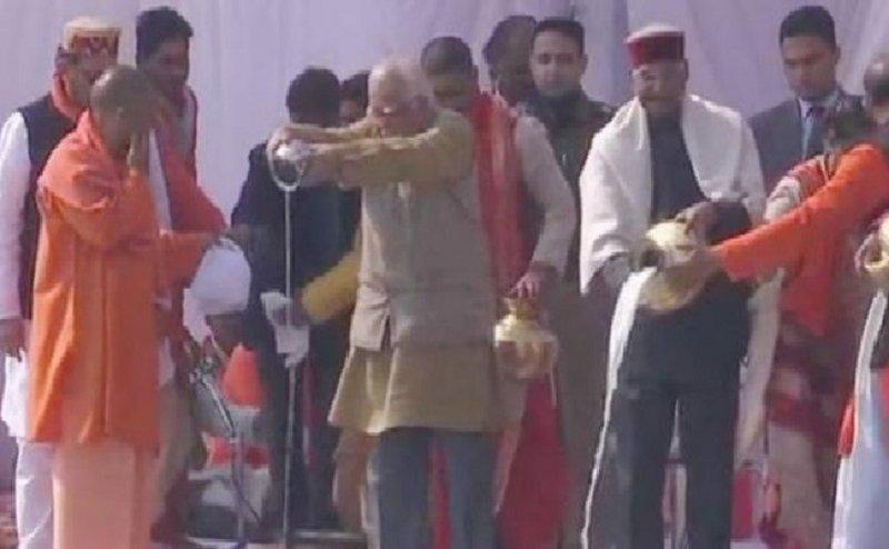 प्रयागराज कुंभ मेला- 2019: राष्ट्रपति रामनाथ कोविंद ने संगम तट पर किया पूजा-पाठ