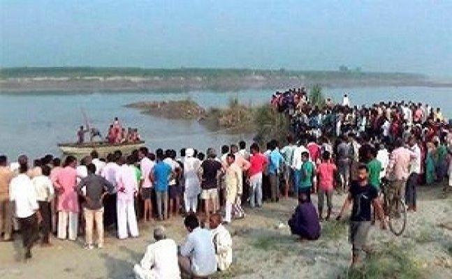 बागपत नाव हादसाः पीड़ितों से मिले पीएल पुनिया, कहा- दो लाख मुआवजा बना मजाक