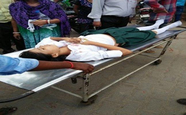 देवरियाः स्कूल की तीसरी मंजिल से गिरकर छात्रा की मौत, प्रिंसिपल हुआ फरार