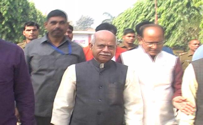 गोरखपुर - केंद्रीय मंत्री शिव प्रताप शुक्ल ने डाला वोट