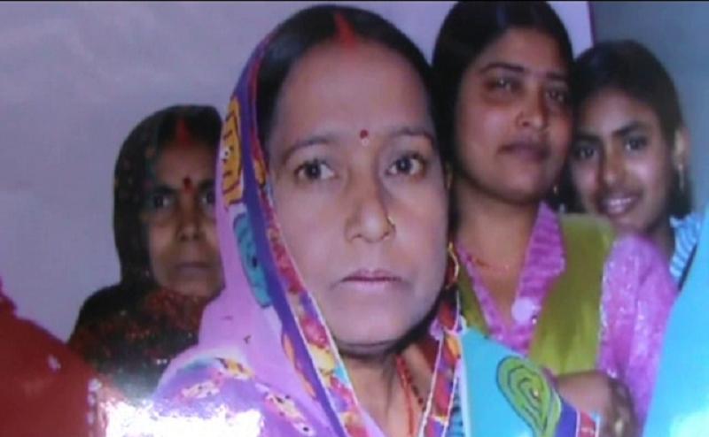 कुशीनगर: महिला की हत्या, परिजनों ने लगाए पुलिस पर गंभीर आरोप