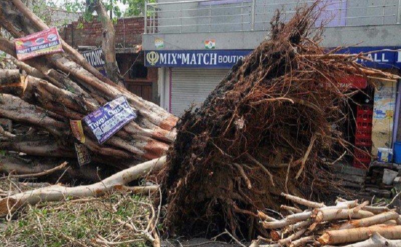 उन्नाव: आंधी-तूफान के साथ आकाशीय बिजली गिरने से 5 की मौत
