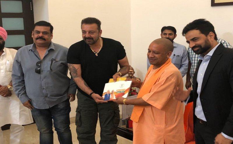 सीएम योगी ने की एक्टर संजय दत्त से मुलाकात, BJP के लिए मांगा सर्मथन