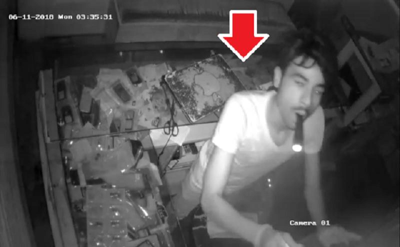 CCTV: गोरखपुर में चोरों का आतंक, 4 लाख के मोबाइल और 7 हजार कैश चोरी