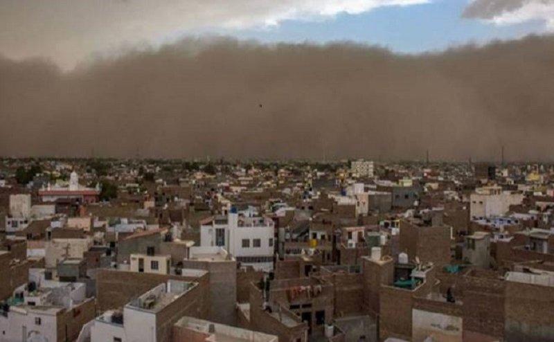 यूपी में आंधी-तूफान से 14 लोगों की मौत, दिल्ली एनसीआर में भी बदला मौसम का मिजाज