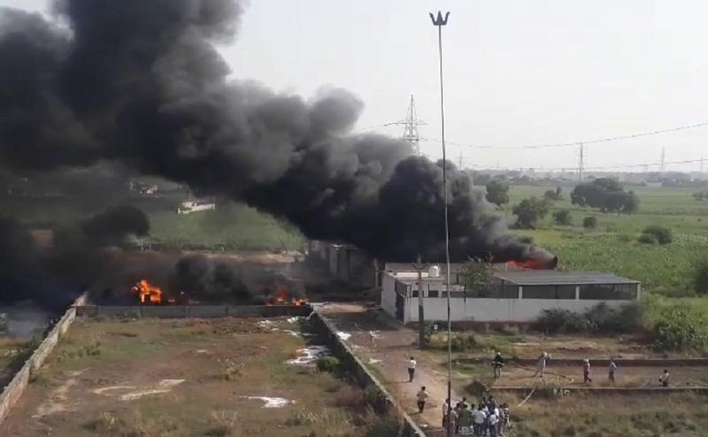 मेरठ: कैमिकल फैक्टरी में लगी भीषण आग, लाखों का माल स्वाहा