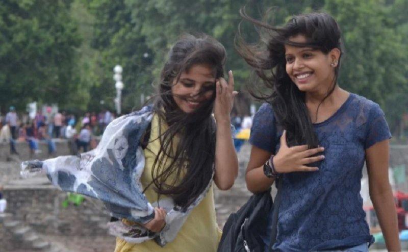 दिल्ली एनसीआर में मौसम में बदलाव, तेज हवाओं ने दी गर्मी से राहत