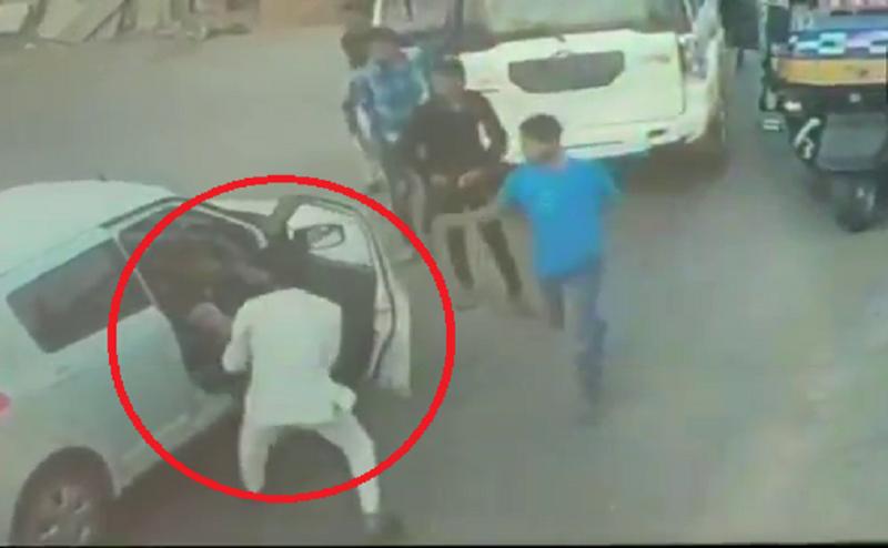 BJP MLA के बेटे की गुंडागर्दी, साइड न देने पर शख्स को मारे थप्पड़