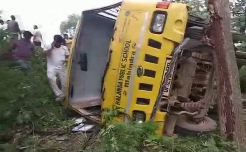 मुज़फ्फरनगर: स्कूली बच्चों से भरी बस खाई में पलटी, 6 बच्चे घायल