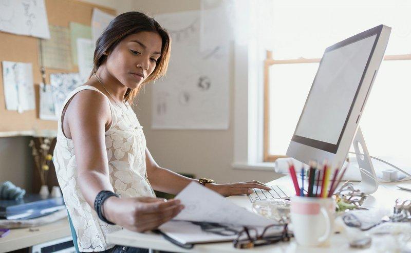 वर्किंग हैं आप, तो ऑफिस में भूलकर भी न करें ये चार काम