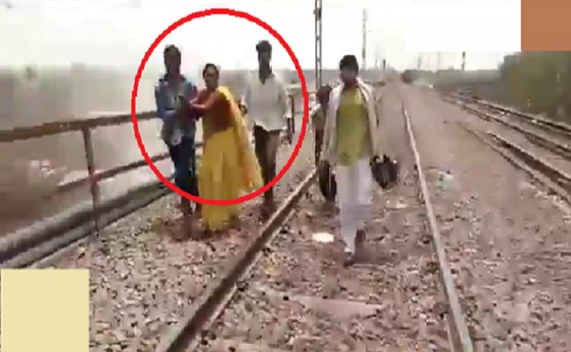 उन्नाव वायरल वीडियो: अहमदाबाद-गोरखपुर एक्सप्रेस के सामने आकर आरोपी की मां ने की खुदकुशी की कोशिश