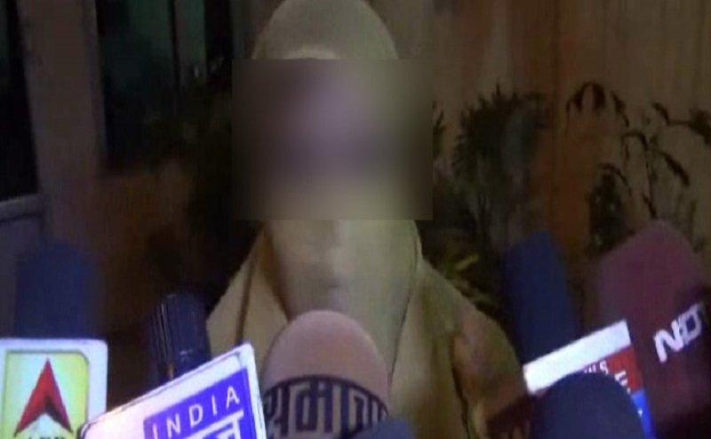 देवरिया: इलाज के बहाने डॉक्टर ने की शहीद की पत्नी से छेड़छाड़!