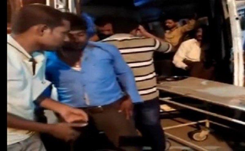 आगरा-लखनऊ एक्सप्रेस-वे: बेकाबू बस ने ट्रक को मारी टक्कर, 40 यात्री घायल