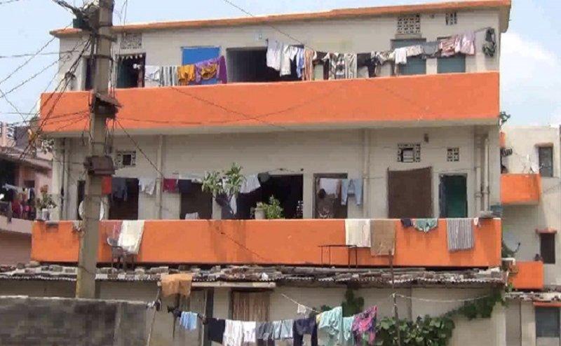 मुजफ्फरनगर के पुलिस क्वार्टर पर भी चढ़ा योगी का भगवा रंग