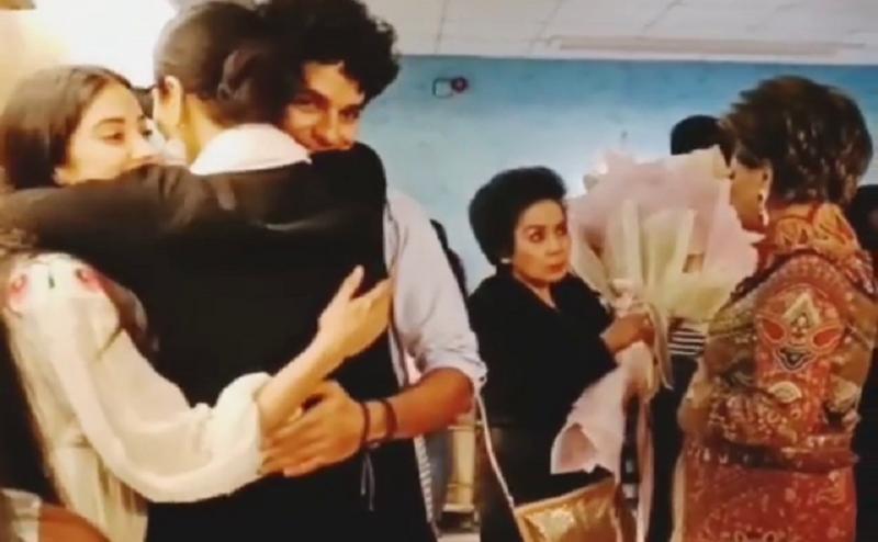 फिल्म 'धड़क' देख इमोशनल हुई रेखा, जाह्नवी-ईशान को लगाया गले