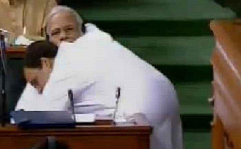राहुल ने पीएम मोदी को लगाया गले, किसी ने की तारीफ तो किसी ने कसा तंज